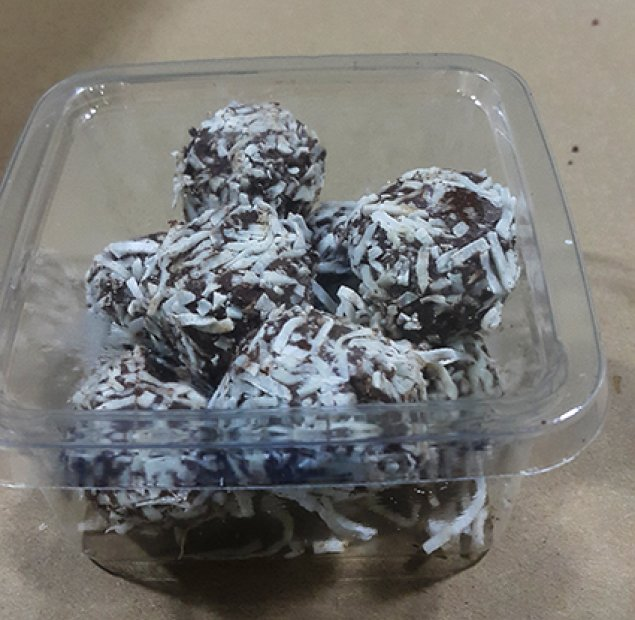 Raw Cacao And Coconut Bites